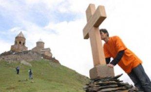 Камень-крест установлен в церкви святого Григория Просветителя в столице Северной Осетии к 95-летию Геноцида армян