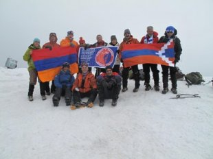 Группа из 11 армян на днях достигла вершины горы Арарат