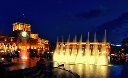 Ночной Ереван (фото)